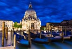 Kanal stora och basilikadi Santa Maria della Salute, Venedig Royaltyfri Bild