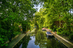 Kanal und Boote Wassenaar Lizenzfreies Stockfoto