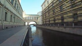 Kanal und Brücke nahe Einsiedlerei stock video footage