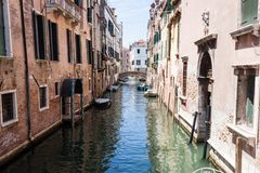Kanal in Venedig Stockfotos