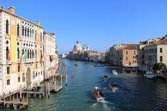 Kanal in Venedig stockfotos