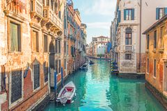 Kanal in Venedig, Ansicht der Architektur und der Gebäude Typische städtische Ansicht lizenzfreie stockfotografie