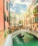 Kanal in Venedig am sonnigen Tag lizenzfreies stockbild