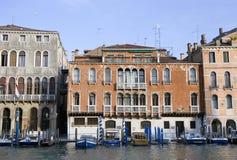 kanal venice för stora byggnader Royaltyfri Bild