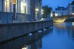Kanal vid natt royaltyfri foto