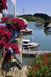 Kanal von Sauzon an der Schönheit Ile in Frankreich Stockfotografie