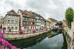 Kanal in wenigem Venedig in Colmar, Frankreich Stockfotos