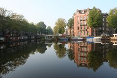 KanalAmsterdam Nederländerna, Gracht Amsterdam Nederland royaltyfria bilder