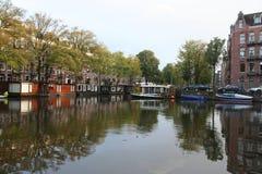 KanalAmsterdam Nederländerna, Gracht Amsterdam Nederland royaltyfri bild