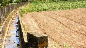 Kanalbewässerung und -säen im Delta Del Llobregat Lizenzfreie Stockbilder