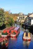 Kanalboote auf Frühlings-Kanal, Skipton, Yorkshire Lizenzfreie Stockfotografie