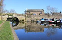 Kanalboote im Bassin bei Galgate, Lancashire. Lizenzfreies Stockfoto