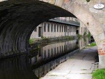 Kanalbro på den 200 år berömmen av den Leeds Liverpool kanalen på Burnley Lancashire Arkivfoton