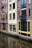 Kanalbyggnader i Amsterdam Arkivbilder