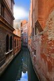 Kanalcityscape i Venedig Arkivbilder
