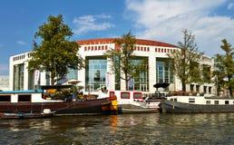 Kanalen en boten van Amsterdam stock foto's