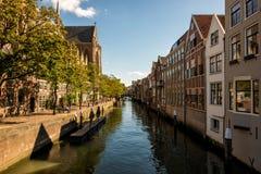 Kanalen in het historische centrum van Dordrecht Stock Foto's