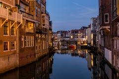 Kanalen in het historische centrum van Dordrecht Royalty-vrije Stock Foto's