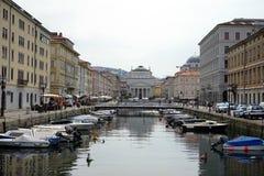 Kanalen i gatan av Trieste Arkivbild