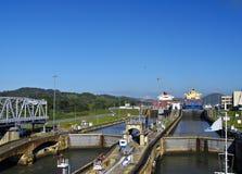kanalen låser den panama fortsättningen Arkivbild