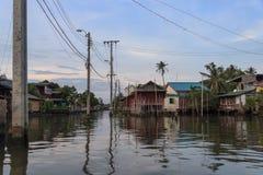 Kanalen van het oude district van Bangkok, Chao Phraya-rivier Royalty-vrije Stock Afbeeldingen