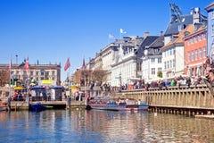 Kanaler är i stadsKöpenhamn Royaltyfri Fotografi