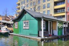 Kanaler är i stadsKöpenhamn Arkivbilder