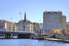Kanaler är i stadsKöpenhamn Royaltyfri Foto