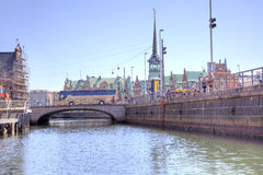 Kanaler är i stadsKöpenhamn Arkivfoton