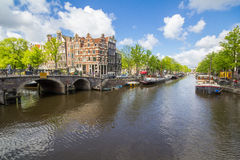 Kanaler av Amsterdam huvudstaden av Nederländerna Royaltyfri Fotografi