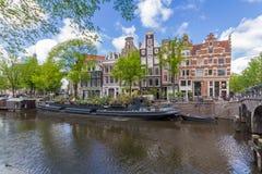 Kanaler av Amsterdam huvudstaden av Nederländerna Royaltyfri Foto
