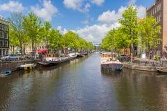 Kanaler av Amsterdam huvudstaden av Nederländerna Arkivbild