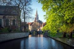 Kanaler av Bruges Brugge arkivfoton