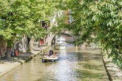 Kanaler i gammal stad av Utrecht i dagen Nederländerna Royaltyfria Bilder