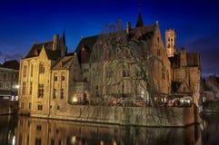 Kanaler och gamla byggnader av Bruges Fotografering för Bildbyråer