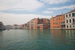 Kanaler och gator av Venedig royaltyfri fotografi