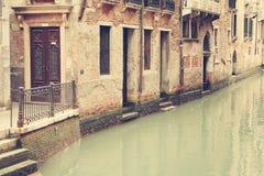 Kanalerna av Venedig italy Royaltyfri Bild