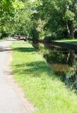 Kanalfartyg som förtöjas på den Llangollen kanalen Royaltyfria Bilder