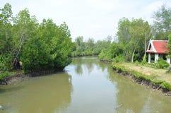 Kanalfluß Knall Khun Thian zum Meer in Bangkok Thailand Stockfoto
