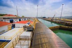 kanalgatun låser panama Denna är den första uppsättningen Arkivfoto