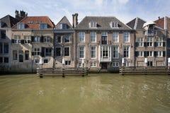 Kanalhus i Dordrecht Arkivbild