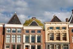 Kanalhus i solen, Groningen, Nederländerna Royaltyfri Fotografi