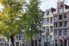 Kanalhus på Keizersgrachten i Amsterdam Arkivfoton