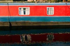 Kanalhusfartyg i England Arkivbild