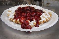Kanalisera tårtan royaltyfri bild