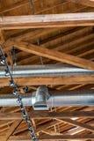 Kanalisierung und Dachsparren stockbilder