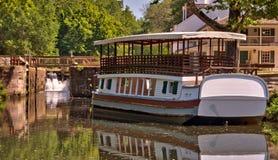 Kanallastkahn auf historischer C&O Kanalwasser-strasse Lizenzfreie Stockfotos
