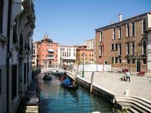 Kanalområde i Venedig Arkivfoto