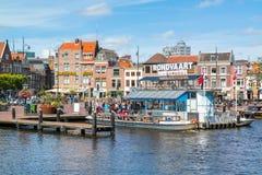 Kanaltourboatterminal i Leiden, Nederländerna Royaltyfri Bild