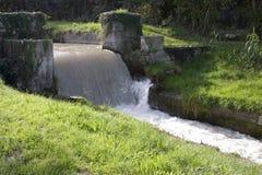 Kanalwasser-strasse Stockfoto